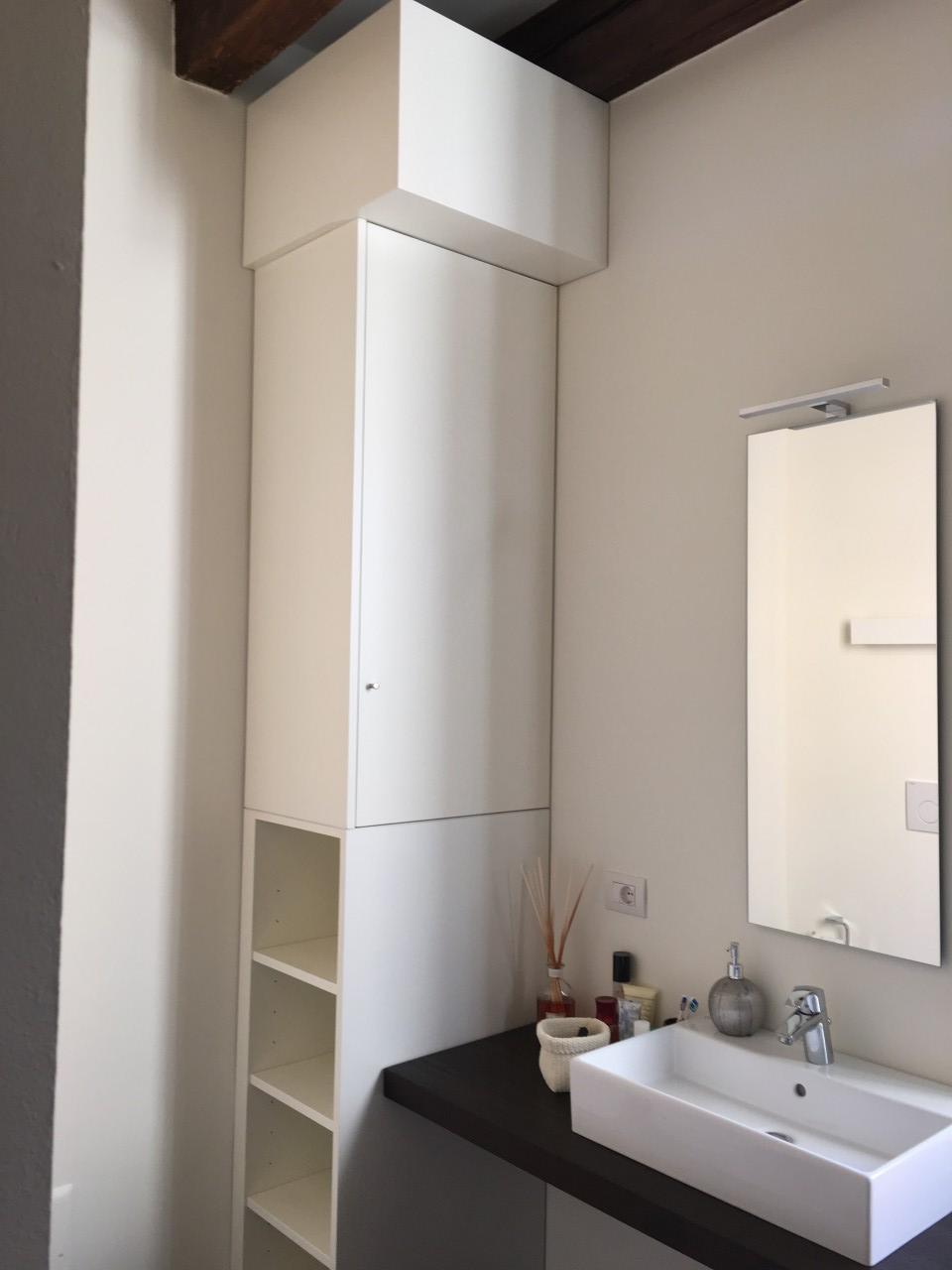 Mobile bagno colonna e mensola rif marco valente armadi bovolone verona - Armadi per bagno ...